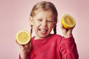 Warum verziehen wir beim Biss in die Zitrone das Gesicht?